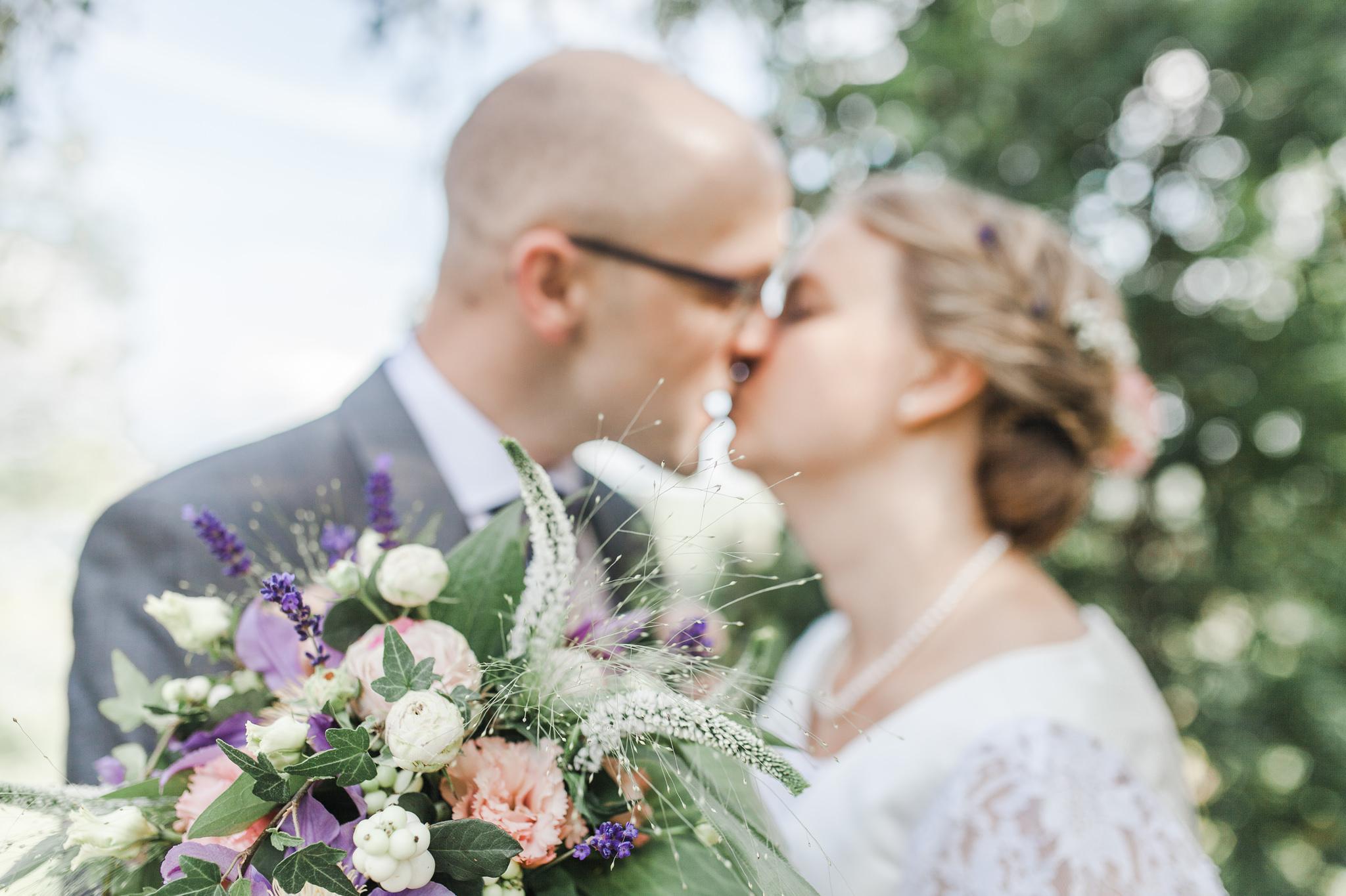 Bröllopsfotografering i Kisa vid Kisa hembygdsgård