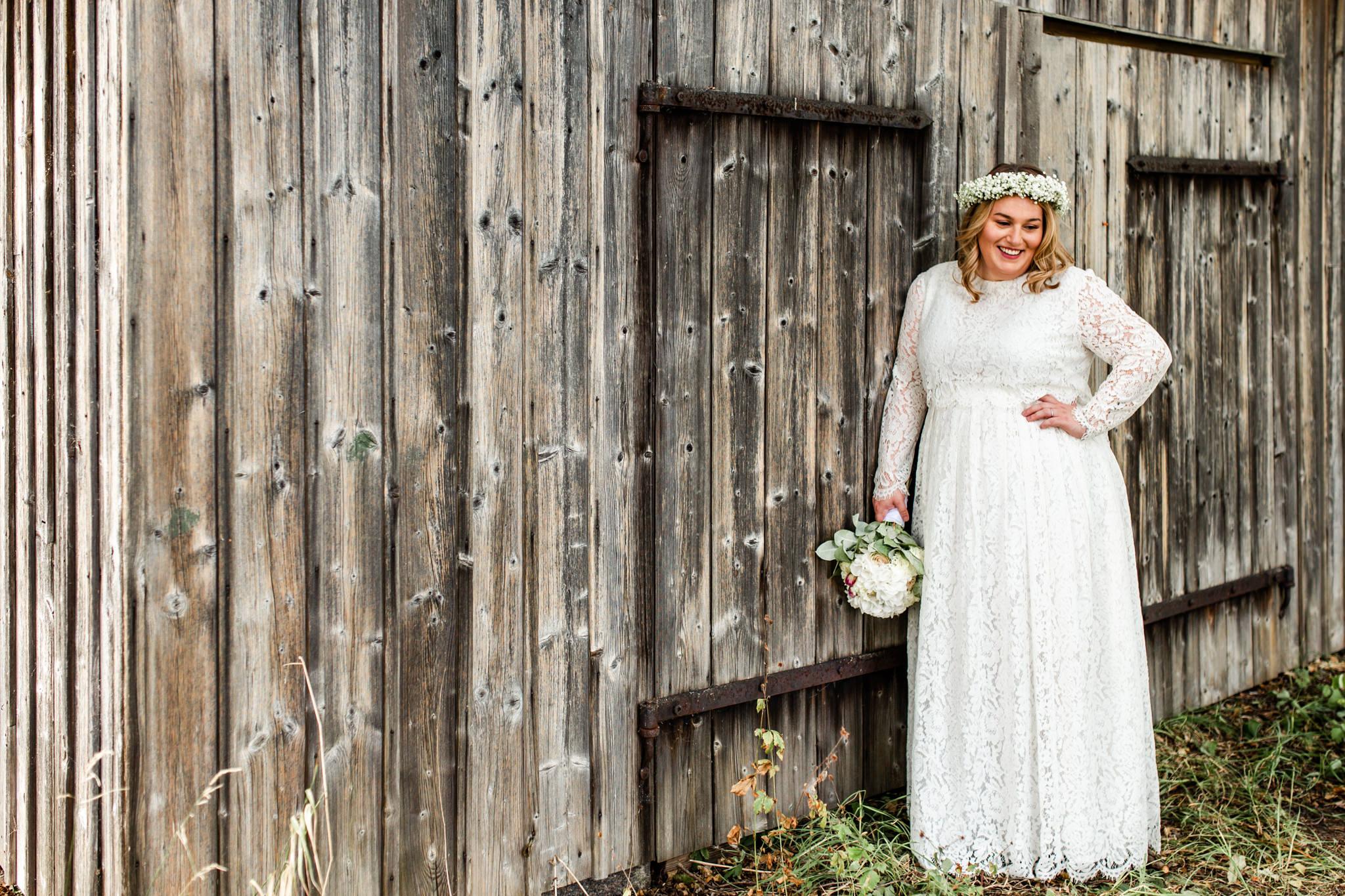 Bohemiskt bröllop med krans av brudslöja