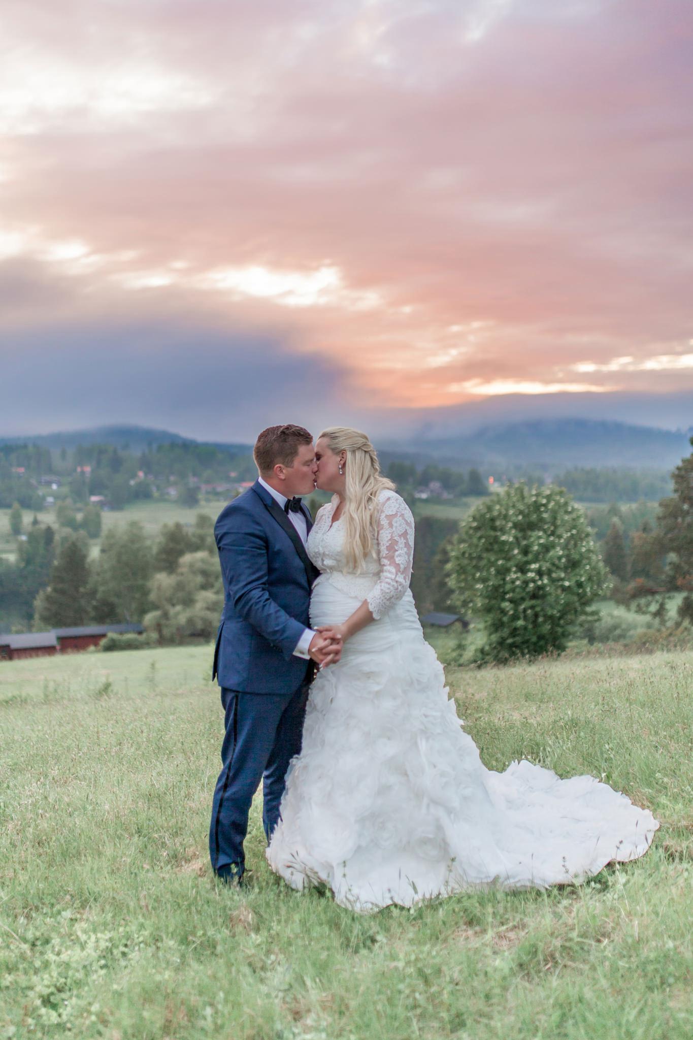 Golden hour på bröllop i Järvsö Hälsingland