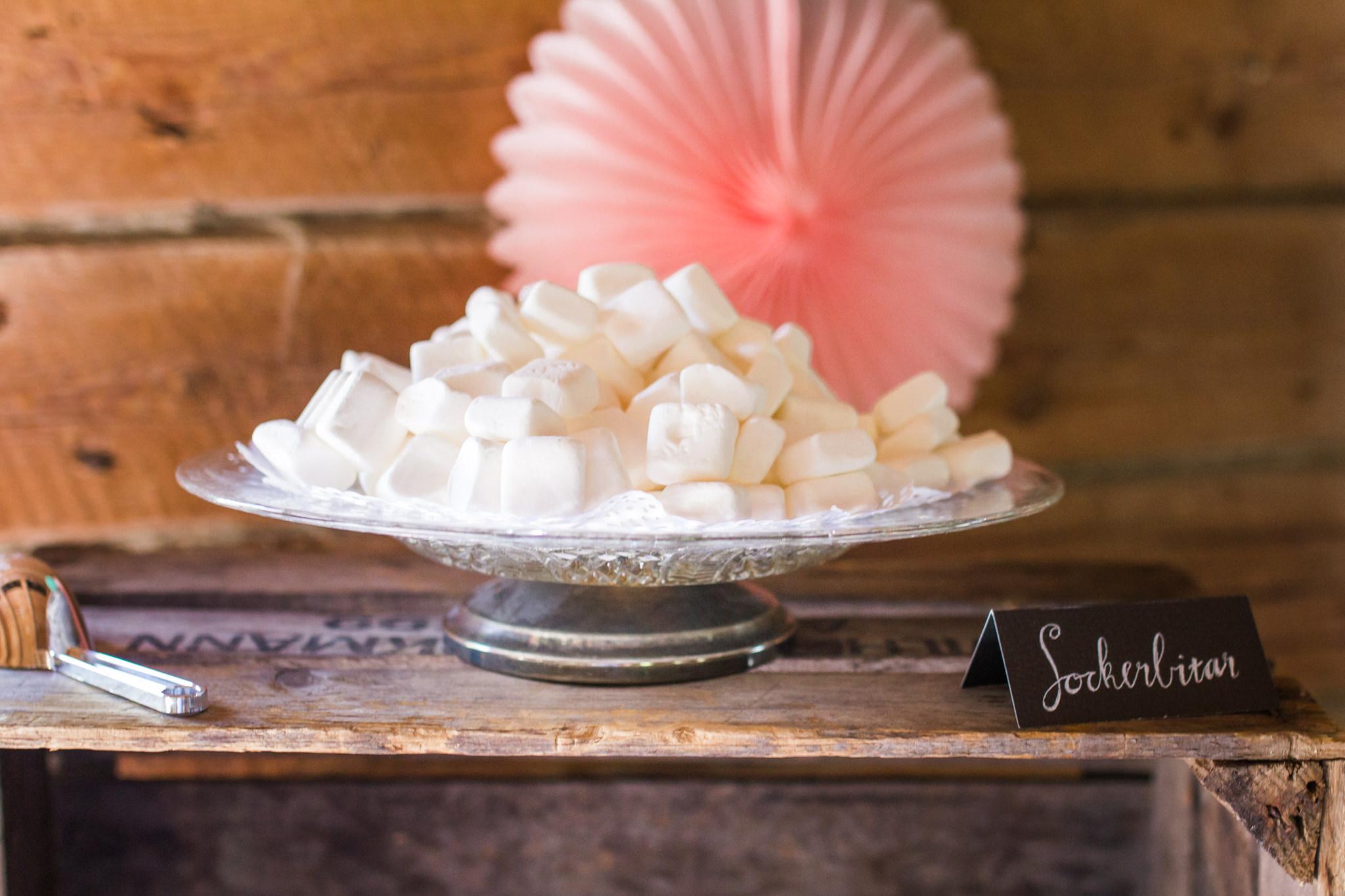 Candybar med Sockerbitar på bröllop i Slattefors Magasin i Linköping