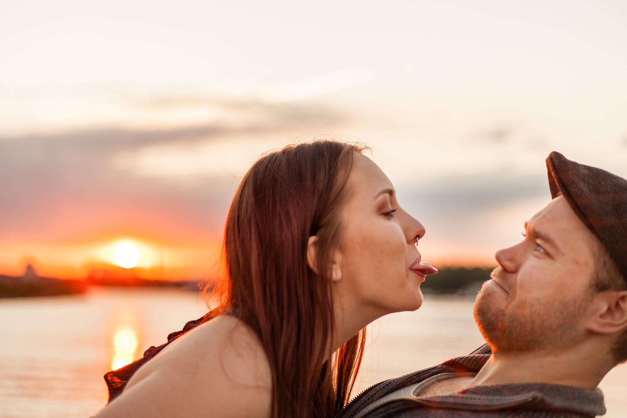 Parfotografering inför bröllop i Karlshamn på Vägga Udde