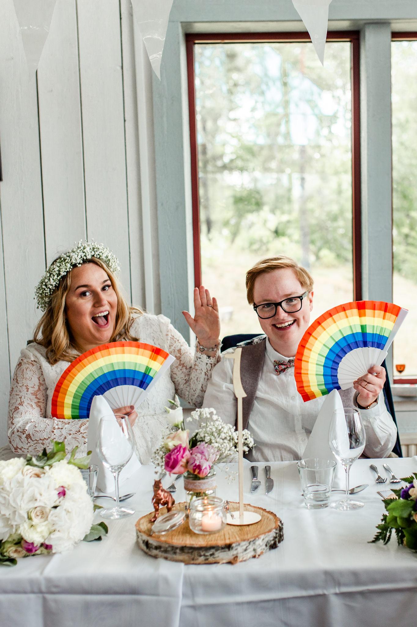 Samkönat pridebröllop i Norrtälje på Kärleksudden