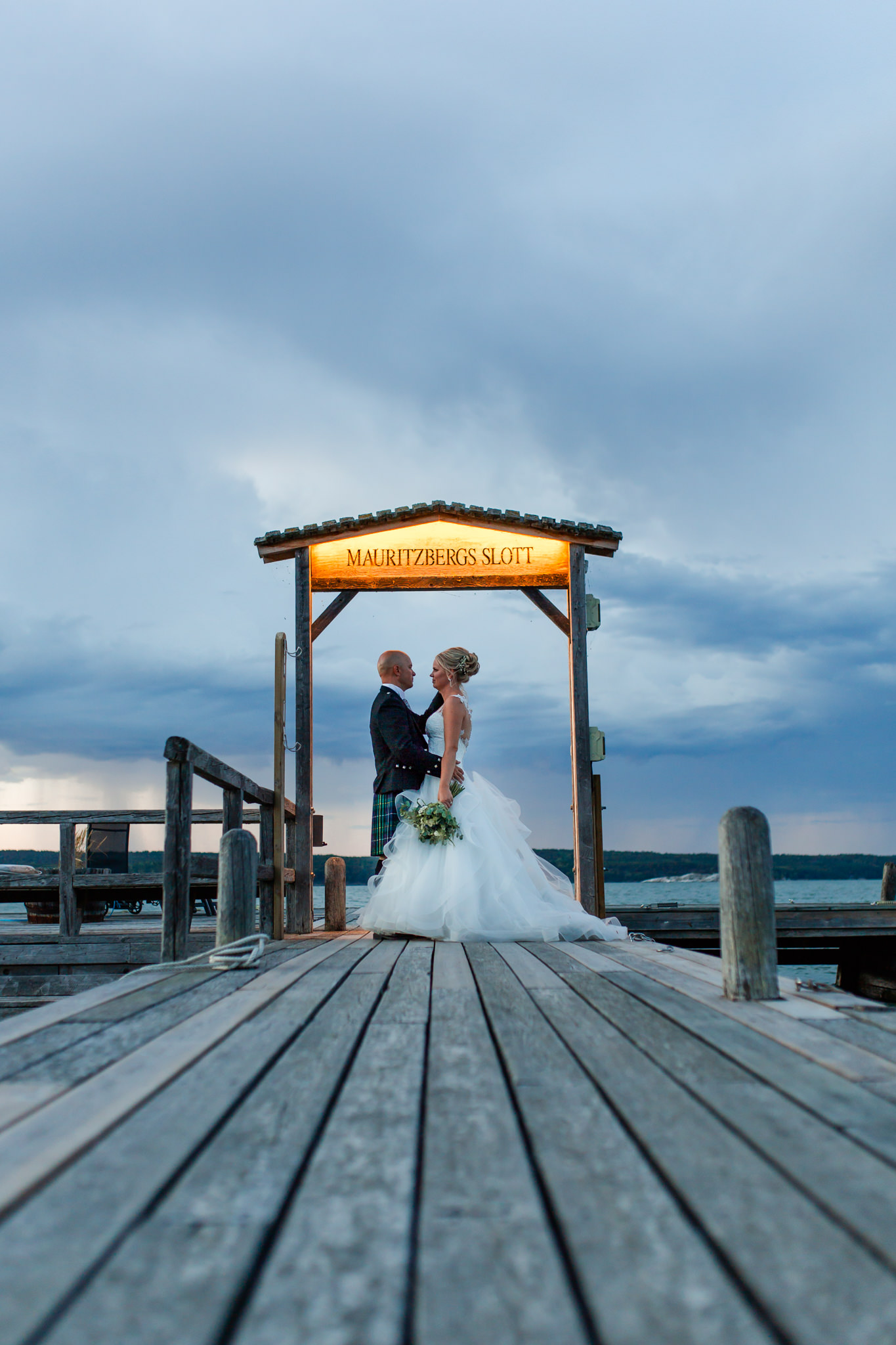 Bröllopsfotografering Mauritzberg Slott golden hour