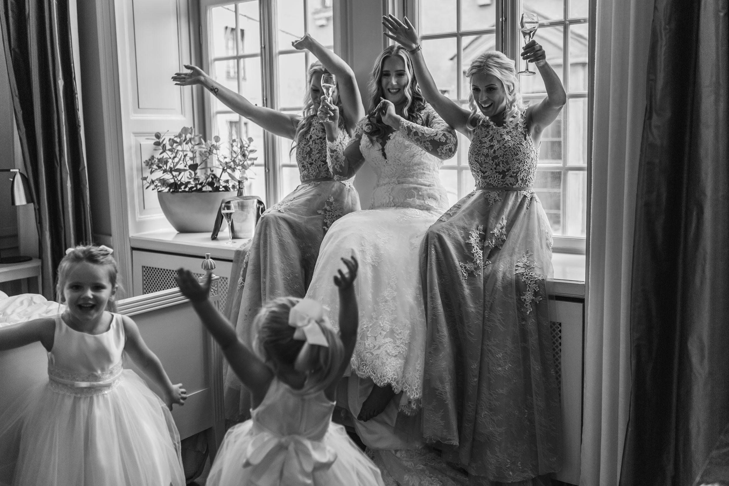 Brudklänning och tärnklänningar