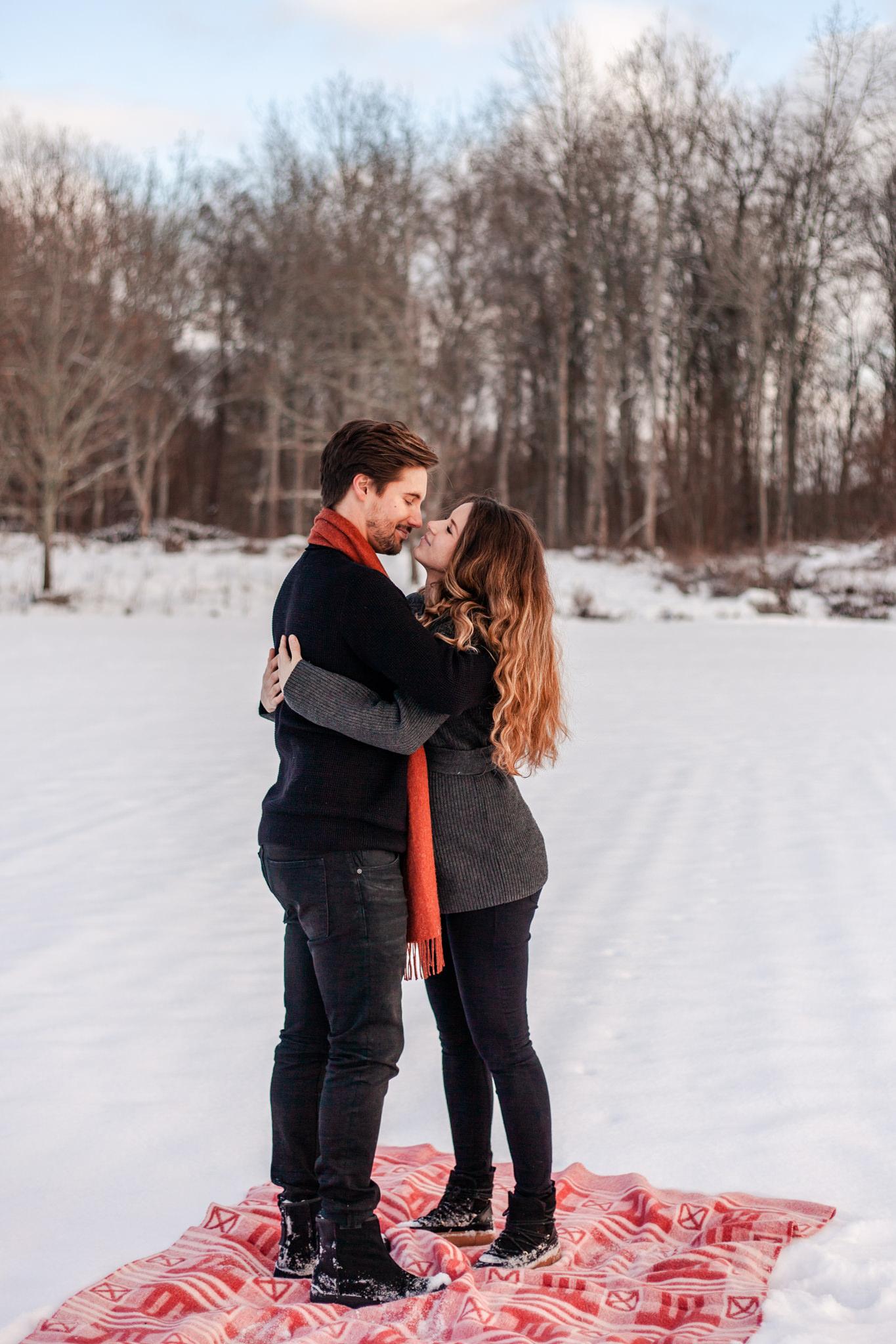 Parfotografering i snön i Småland