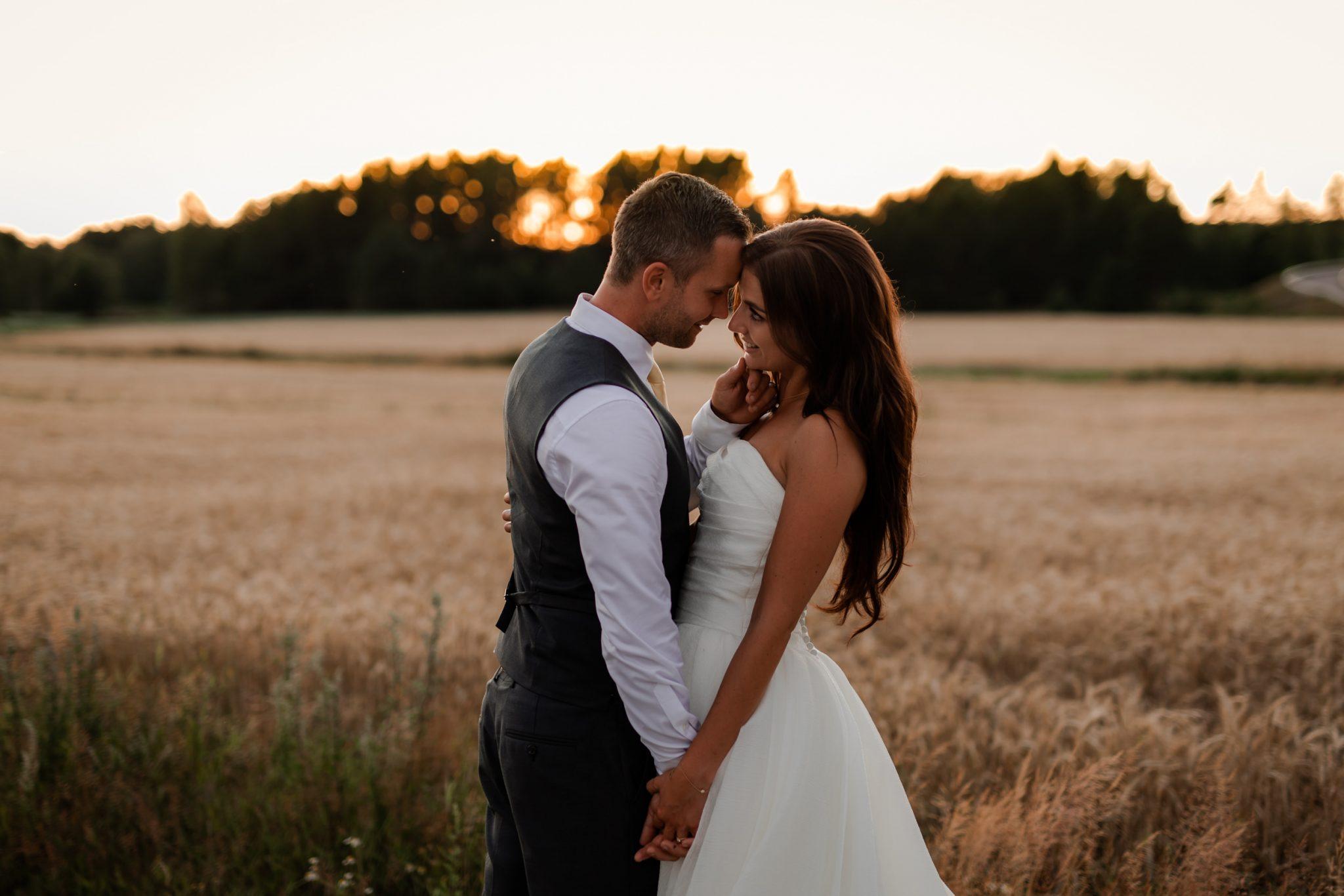 Bröllopsbilder i solnedgång